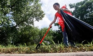 Ricardo B. Brazziell AMERICAN-STATESMAN 7/24/10 Volunteer Tammy Barnes and other members of the National Forum for the Black public Administrators (NFBPA) and the Austin code Compliance Department partnered up to clean the St. John's community on Saturday, morning July 24, 2010.